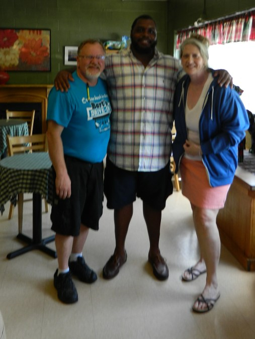 Great interview with NFL's Chris Baker at Bart's Drive-In July 10 in Windsor, CT. Look for my newsandviewsjb story to be posted Monday, July 13. Shown left to right Windsor Mayor Don Trinks, Chris and me. - Jackie