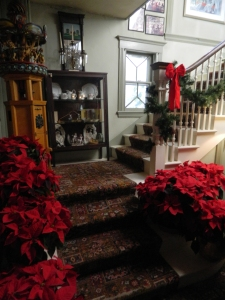 Historic Red Lion Inn decorated for the holidays.
